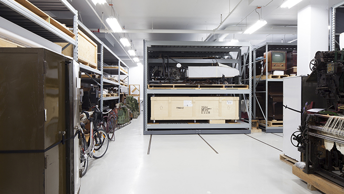 Storage room for large objects made of composite materials