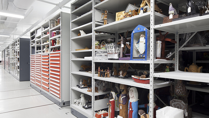 Storage room for small objects made of composite materials